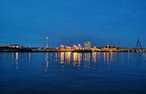Vu du port d'Ostende par un belle soirée de septembre. Photo prise de l'entrée de du port de plaisance.